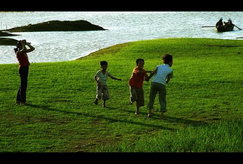 Trên bải bổi sông La Ngà mùa khô